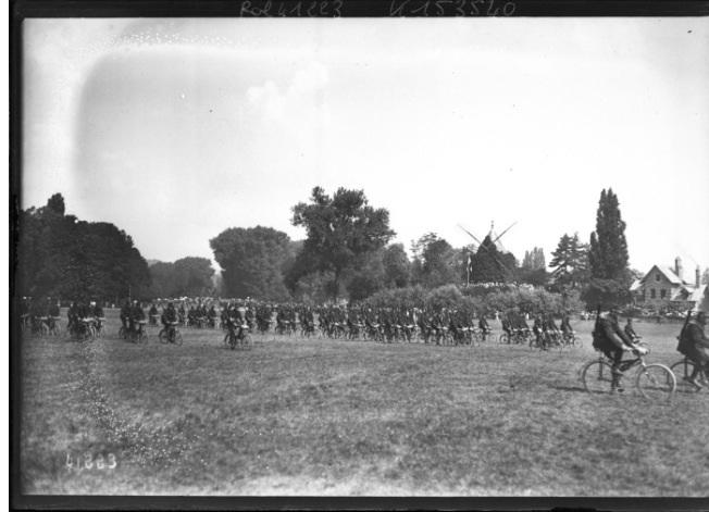 Les pelotons cyclistes au défilé du 14 juillet 1914