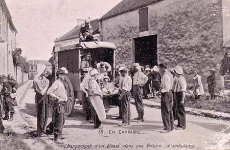 Evacuation d'un blessé en 1914
