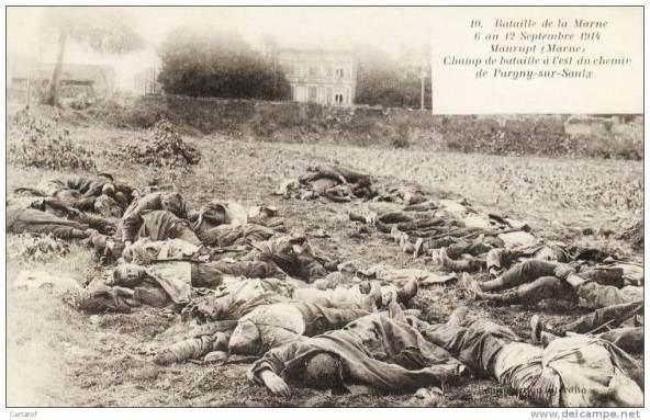 Des morts sur le champ de bataille en septembre 1914